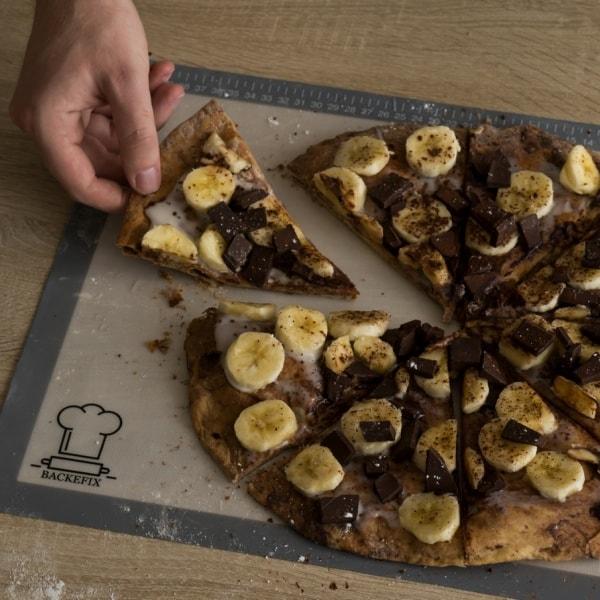 Schokopizza auf Silikon Backmatte