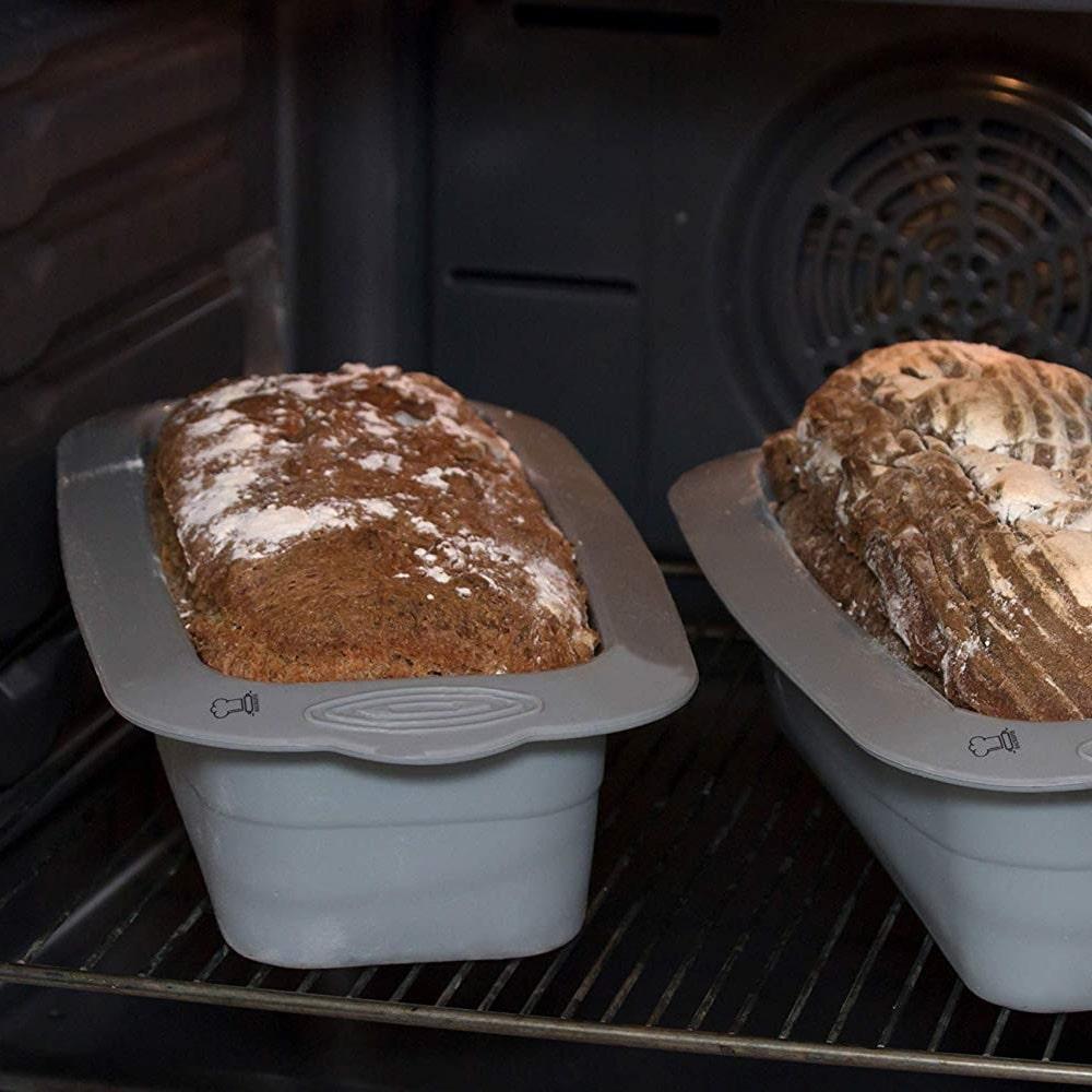 große Brotform im Ofen