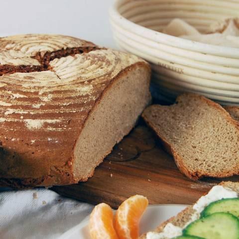 fertiges Brot mit Gärkorb