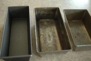Brotbackformen mit defekter Antihaftbeschichtung