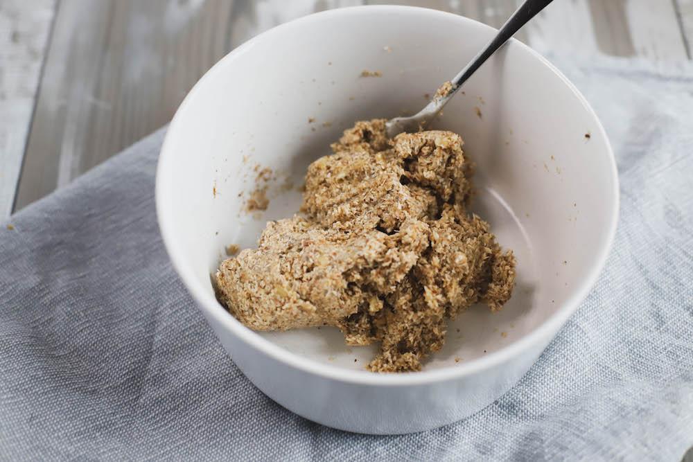 Zutaten und Teig von veganen Low Carb Keksen