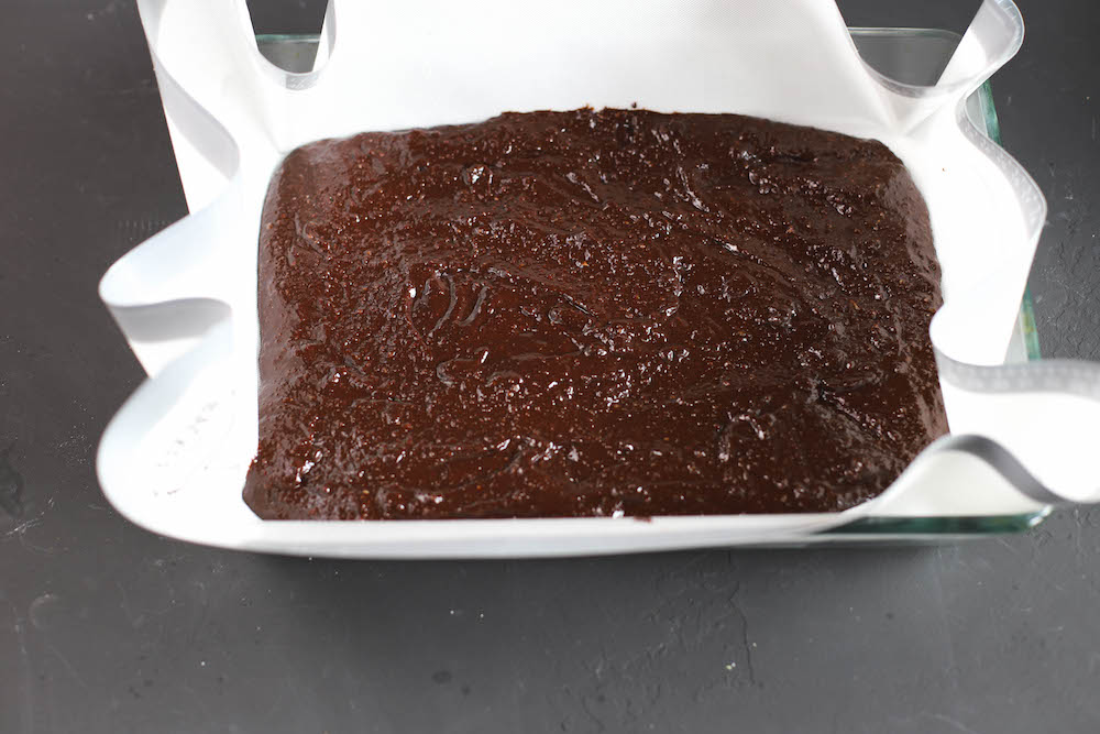 Brownieteig auf Backmatte