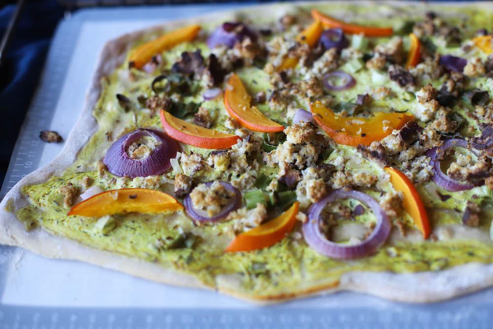 fertiger veganer Flammkuchen mit Kürbis