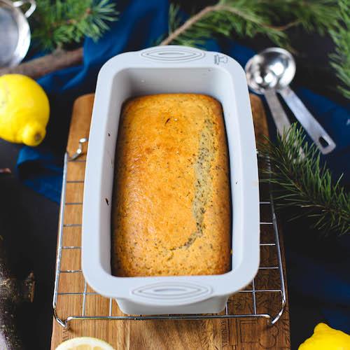 veganer Zitronenkuchen in der kleinen Brotbackform von Backefix